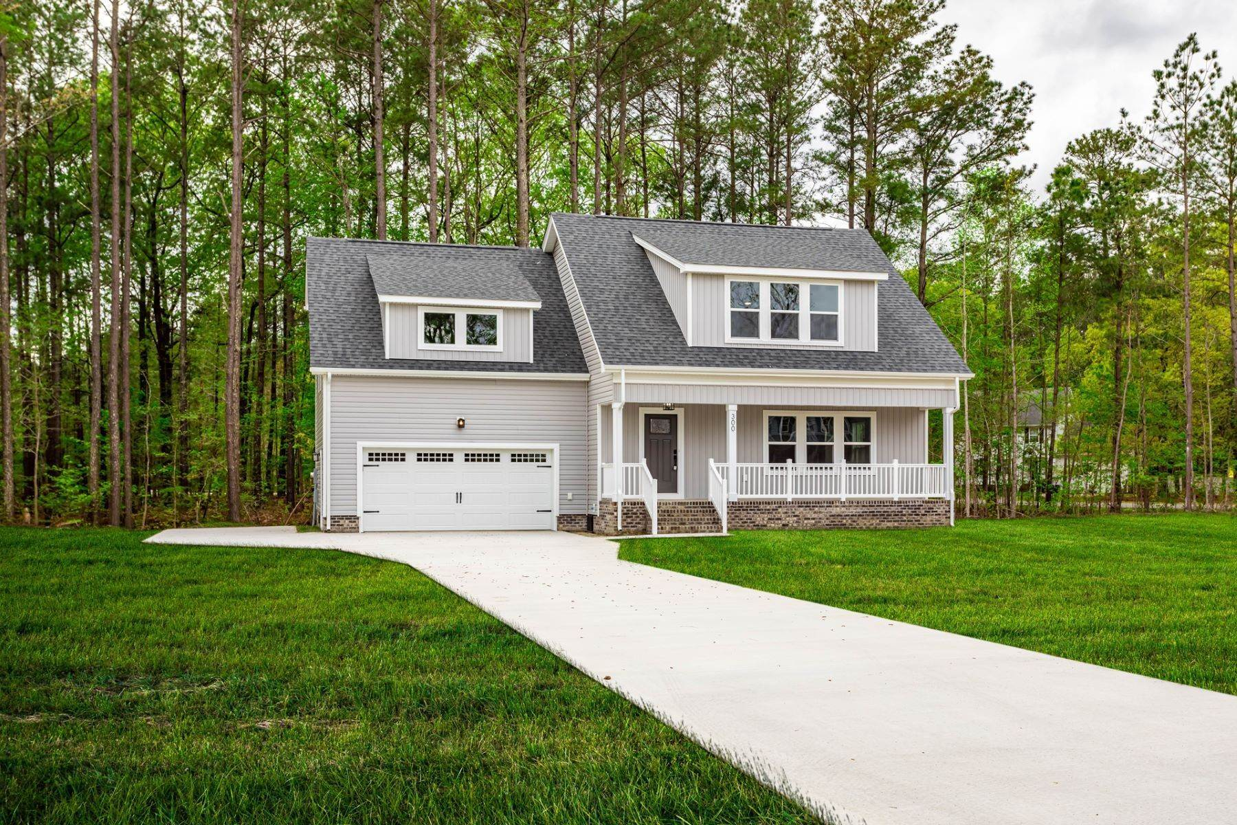 Single Family Homes for Sale at SAWYERS CREEK LANDING 112 Juniper Drive Camden, North Carolina 27921 United States
