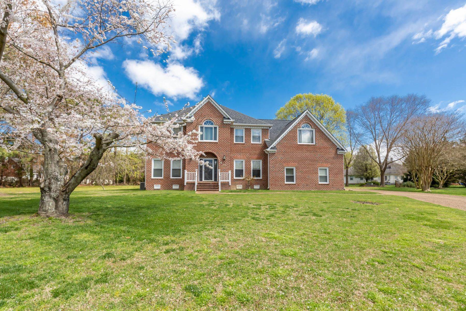 40. Single Family Homes for Sale at Valmoore Estates 4 Tennis Circle Poquoson, Virginia 23662 United States