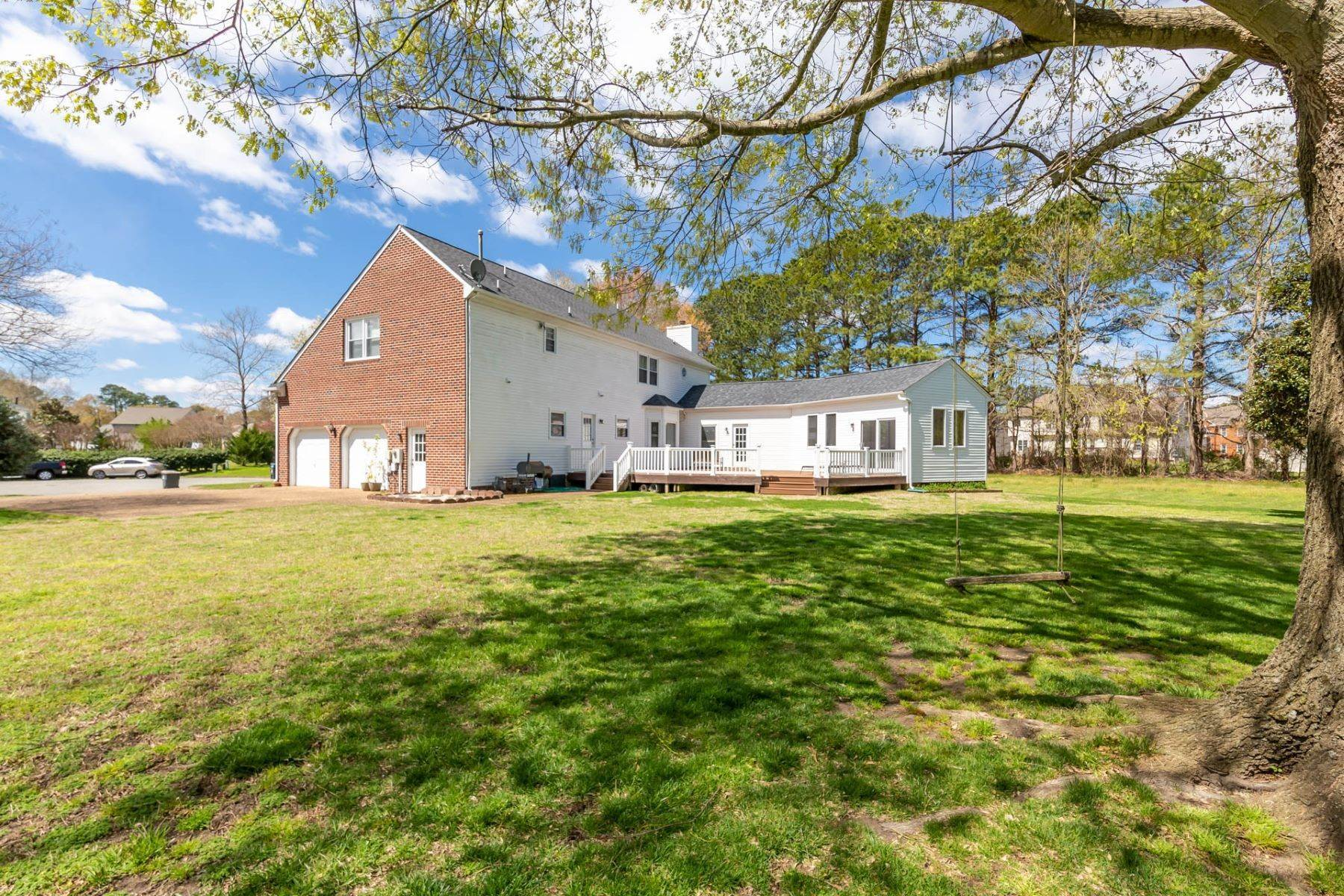 37. Single Family Homes for Sale at Valmoore Estates 4 Tennis Circle Poquoson, Virginia 23662 United States