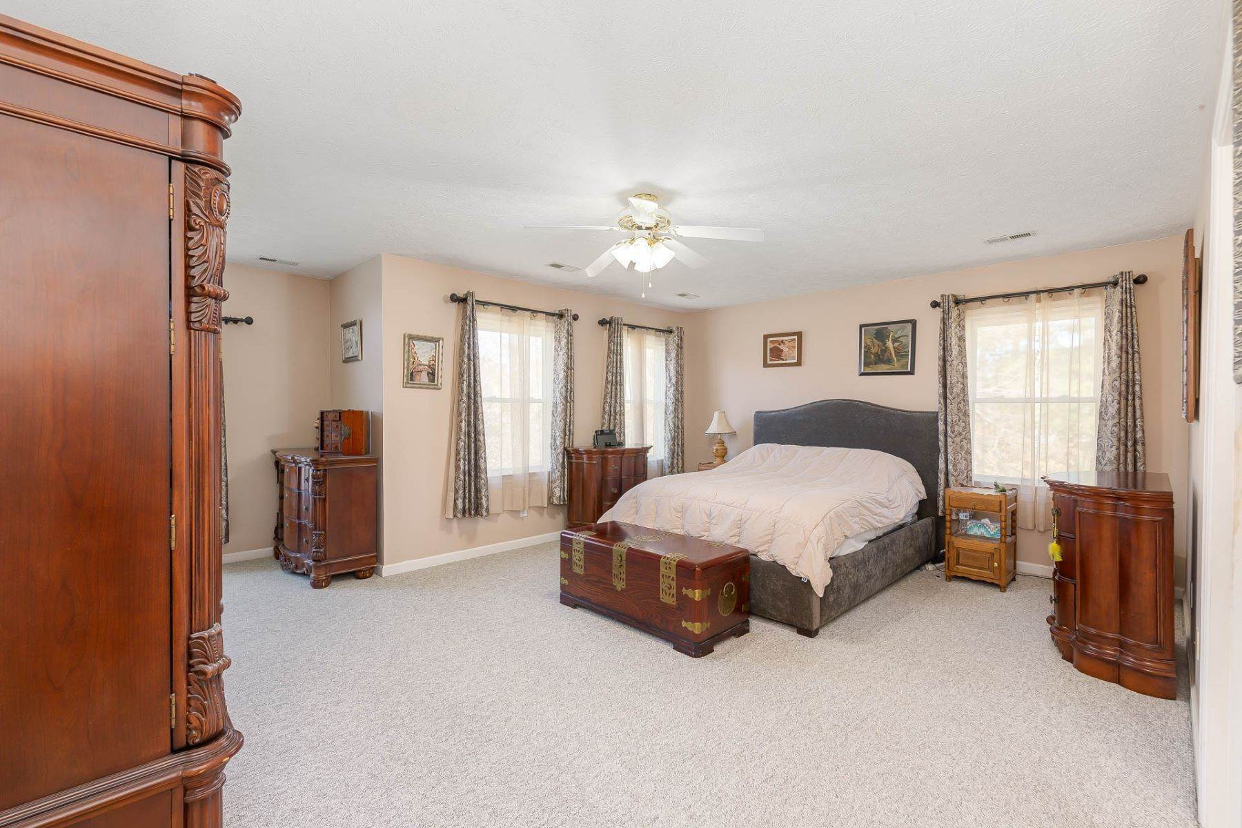 21. Single Family Homes for Sale at Valmoore Estates 4 Tennis Circle Poquoson, Virginia 23662 United States
