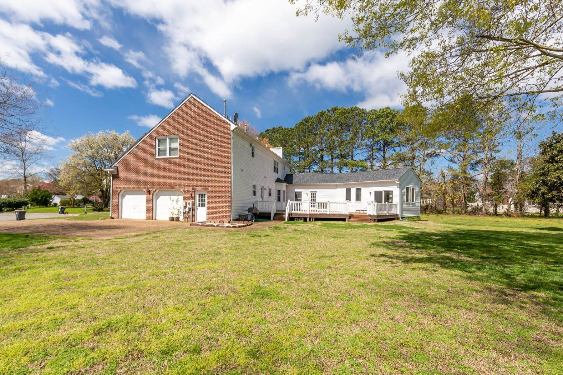 36. Single Family Homes for Sale at Valmoore Estates 4 Tennis Circle Poquoson, Virginia 23662 United States