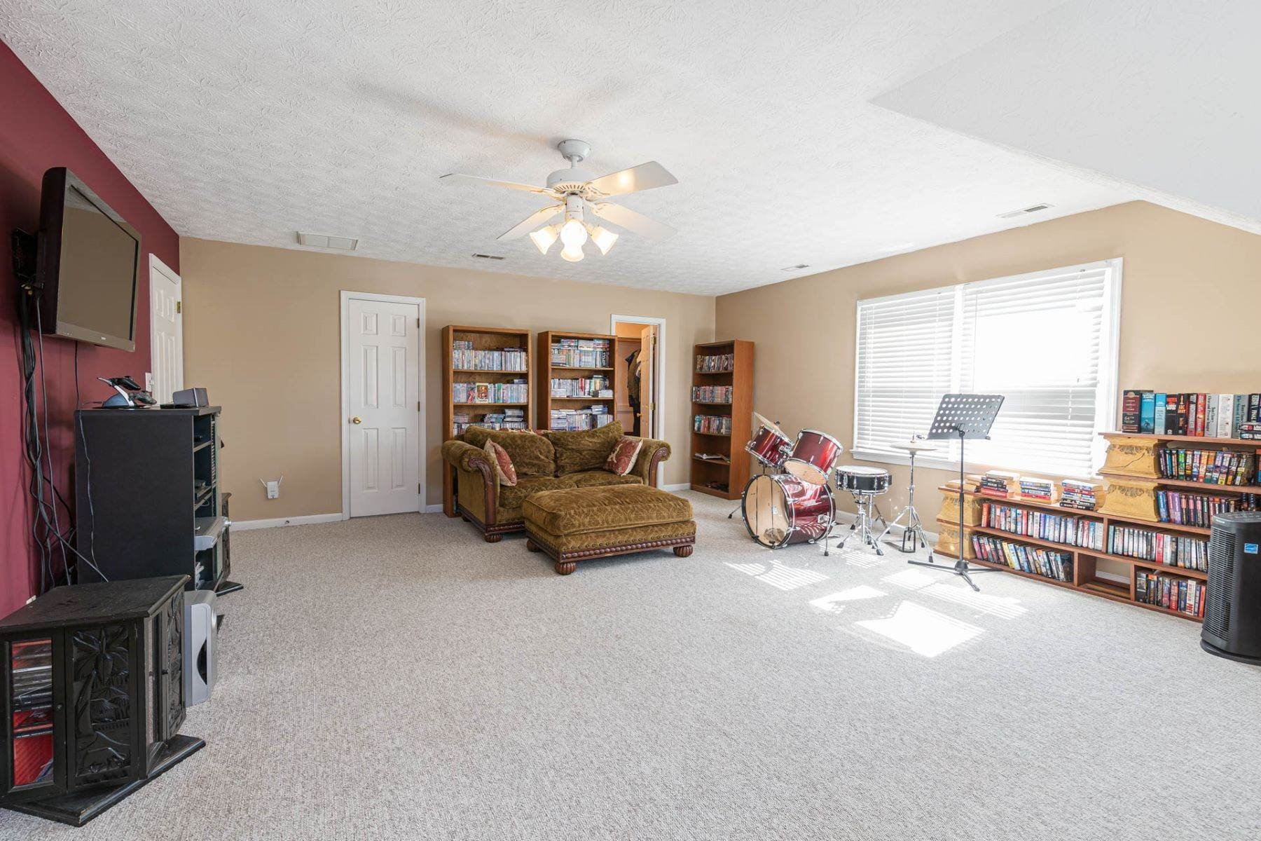 33. Single Family Homes for Sale at Valmoore Estates 4 Tennis Circle Poquoson, Virginia 23662 United States